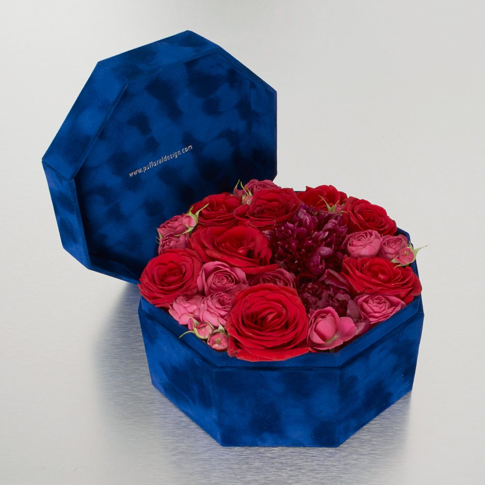 Hidden within our signature velvet box is a selection of opulent pink and red blooms - a veritable treasure trove of secret delights! 26cm diameter